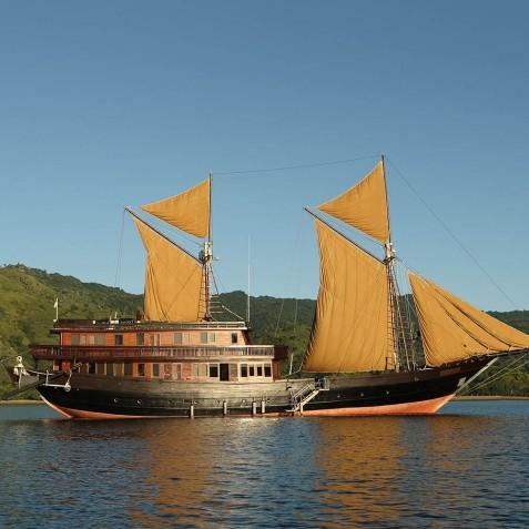 Alila Purnama - Luxury Indonesian Phinisi Yacht Charter
