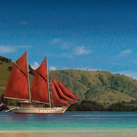 Si Datu Bua - Luxury Indonesian Phinisi Charter Yacht