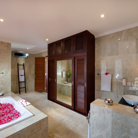 Villa Kalimaya IV - Master Ensuite Bathroom - Seminyak, Bali