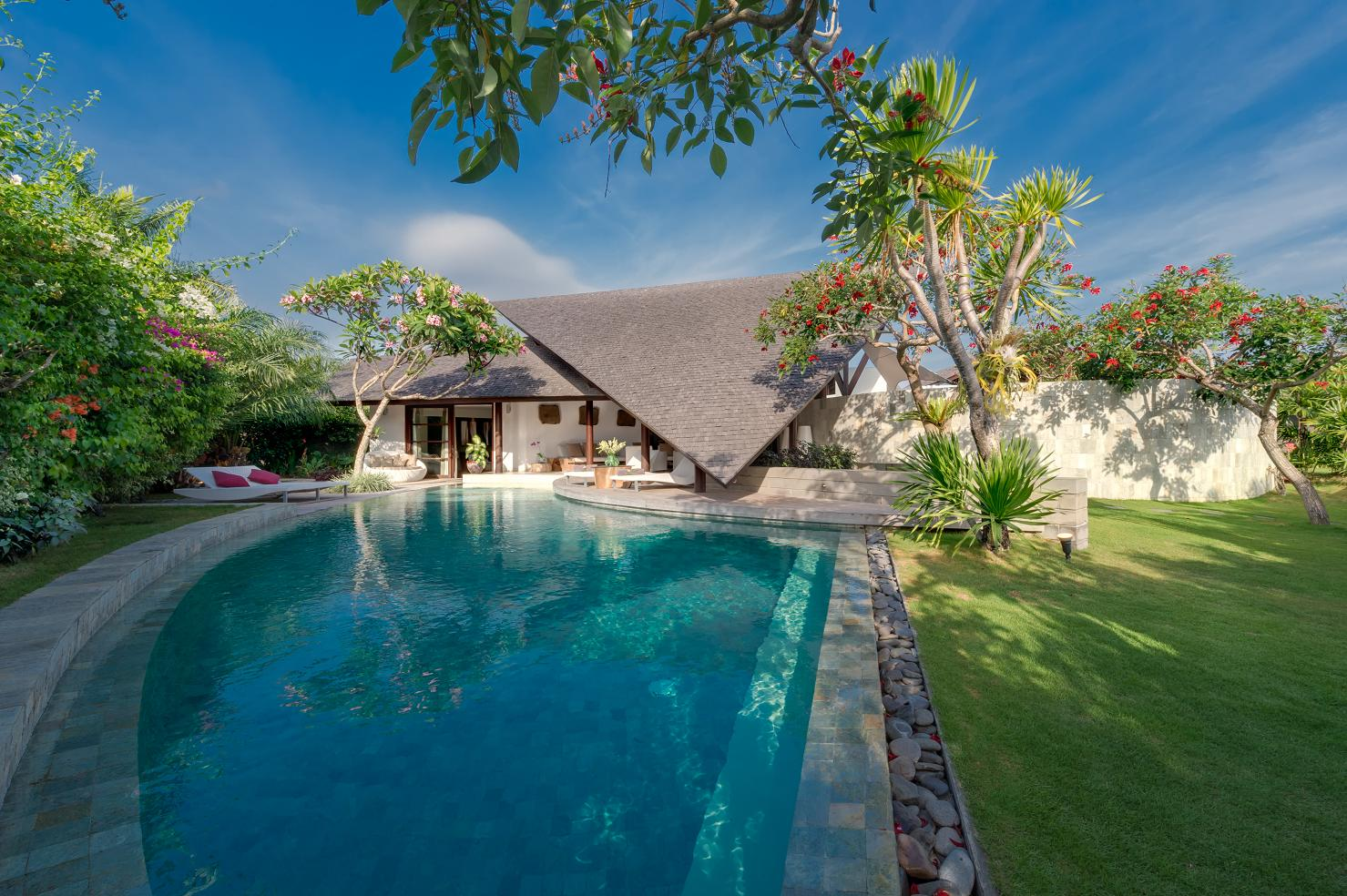 The Layar - 3 Bedroom Villa - Pool and Garden - Seminyak, Bali