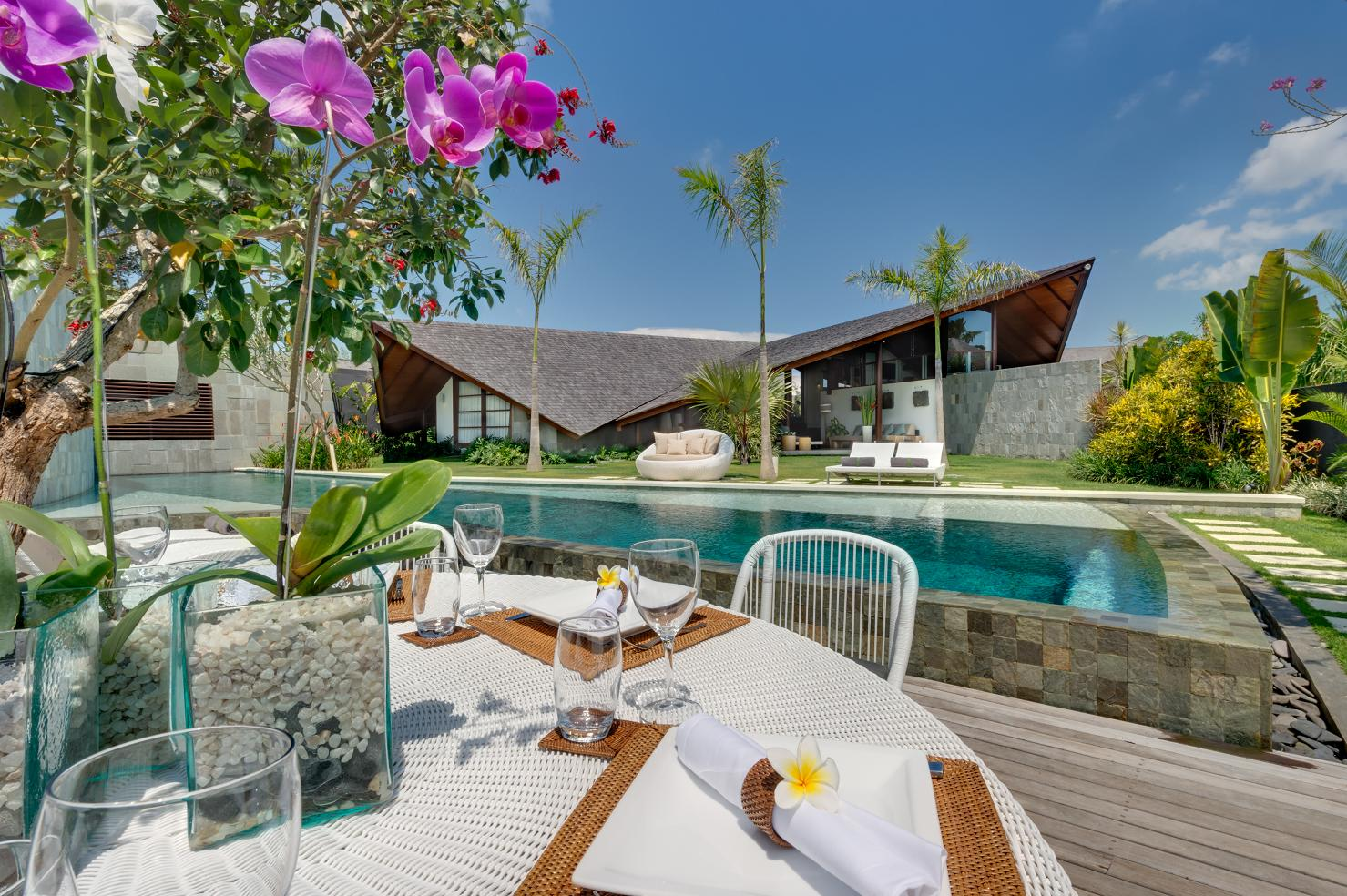 The Layar - 4 Bedroom Villa - Large Gardens - Seminyak, Bali