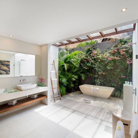 The Layar - 4 Bedroom Villa - Open Air Bathroom - Seminyak, Bali