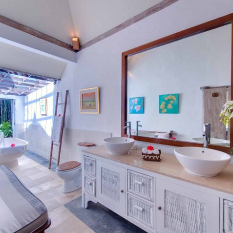 The Orchard House - Guest Bathroom - Seminyak, Bali