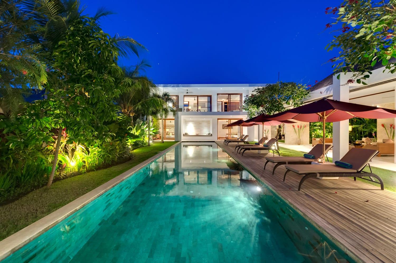 Villa Casa Brio - Pool at Night