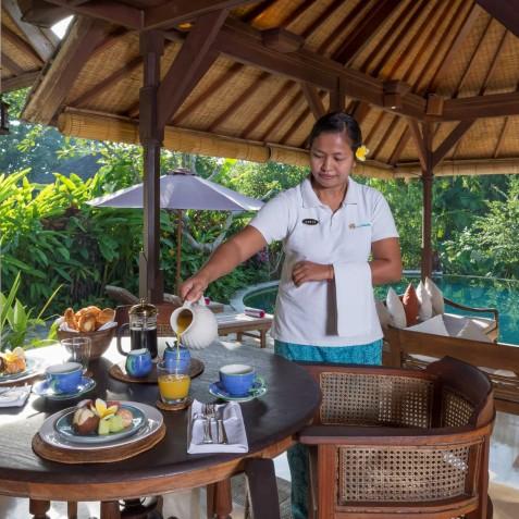 Villa Frangipani Bali - Breakfast overlooking Pool - Canggu, Bali