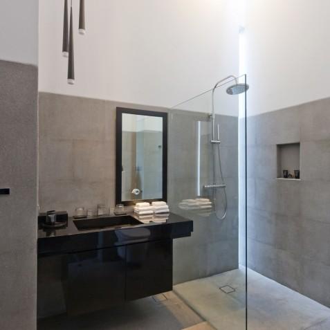 Villa Issi - Guest Bathroom - Seminyak, Bali