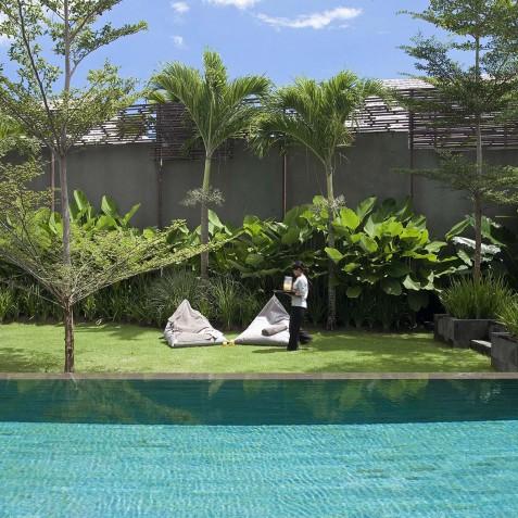 Villa Issi - Pool and Lawn - Seminyak, Bali