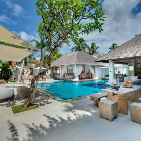 Villa Jajaliluna - Alfresco Dining & Media Pavilion - Seminyak, Bali