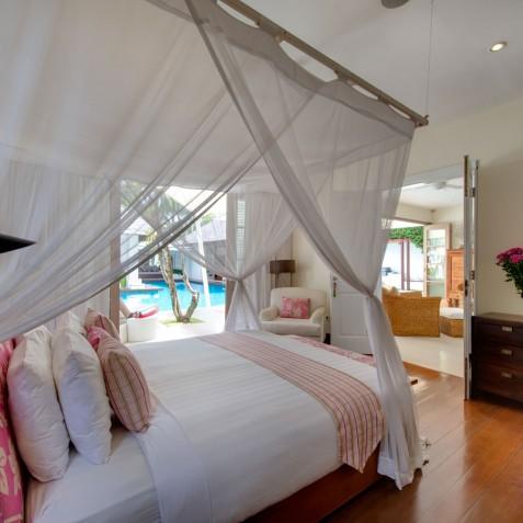 Villa Jajaliluna - Downstairs Guest Bedroom - Seminyak, Bali