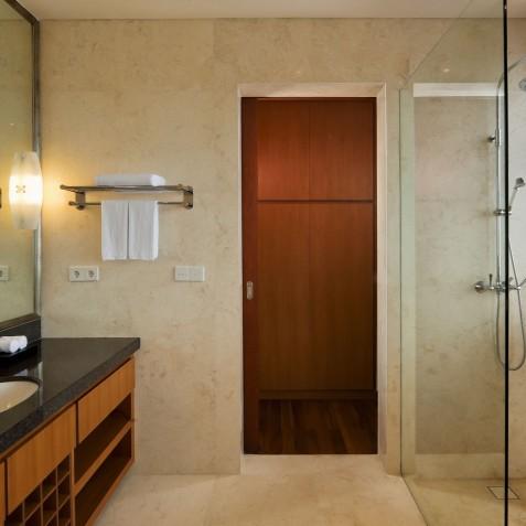 Villa Joss - Batu Belig Suite Bathroom - Seminyak, Bali