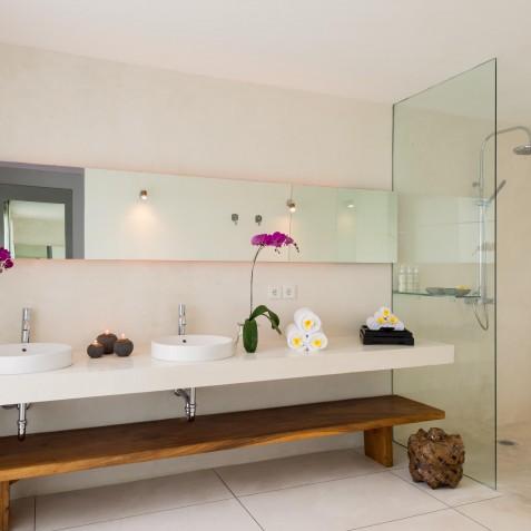 Villa Kavya Bali - Master Bathroom - Canggu, Bali