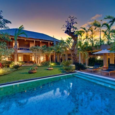 Villa Kinara Bali - Sunset over Pool - Seminyak, Bali