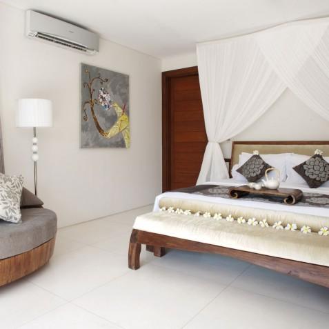 Villa Lataliana I - Master Guest Bedroom - Seminyak, Bali