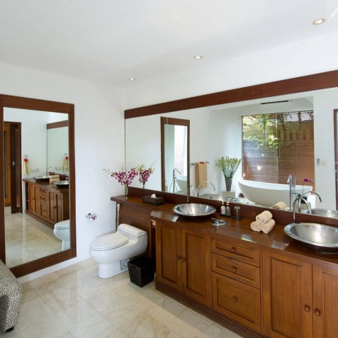 Villa Maharaj - Master Bathroom - Seminyak, Bali