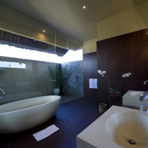 Villa Mary Bali - Ensuite Bathroom - Pantai Lima, Canggu, Bali
