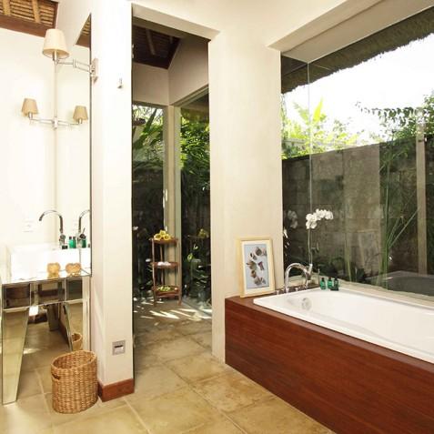Villa Melissa Bali - Garden Suite Bathroom - Pantai Lima, Canggu, Bali