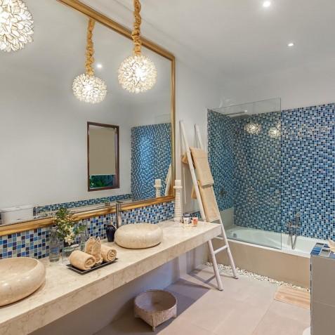 Villa Sea - 4S Villas - Guest Suite Bathroom - Seminyak, Bali
