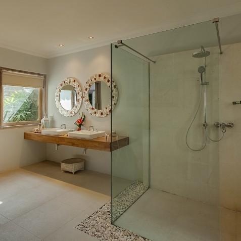 Villa Sky - 4S Villas - Ensuite Bathroom - Seminyak, Bali