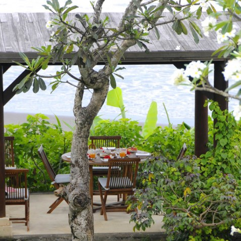 Villa Waringin - Breakfast Bale by Beach - Pantai Lima, Canggu, Bali