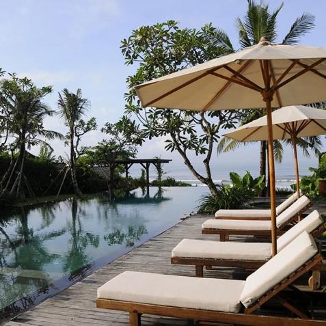 Villa Waringin - Sun Loungers by Pool - Pantai Lima, Canggu, Bali