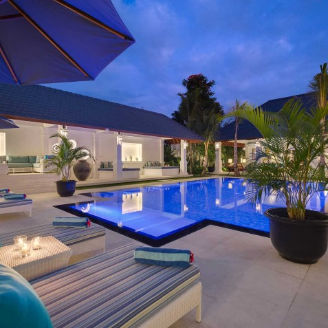 Villa Windu Asri - Candlelit Sun Loungers by Pool - Seminyak, Bali