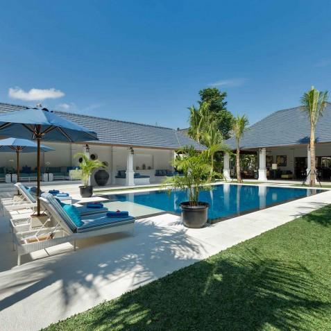 Villa Windu Asri - Lawn and Pool - Seminyak, Bali