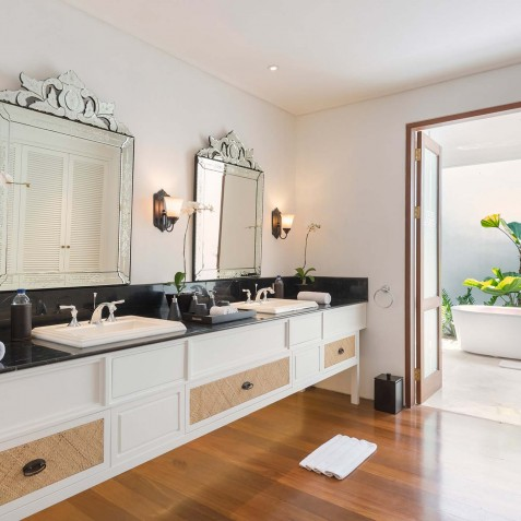 Villa Windu Asri - Poolside Guest House Ensuite Bathroom - Seminyak, Bali