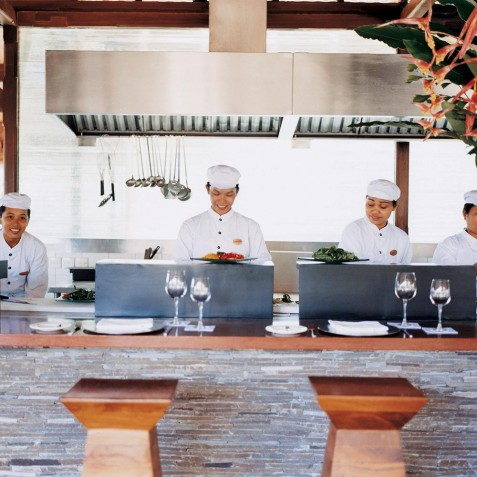 COMO Shambhala Estate, Bali - Glow Restaurant Staff
