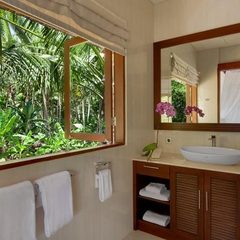 Tirta Nila Beach House, Candidasa, Bali - Upstairs Guest Bathroom