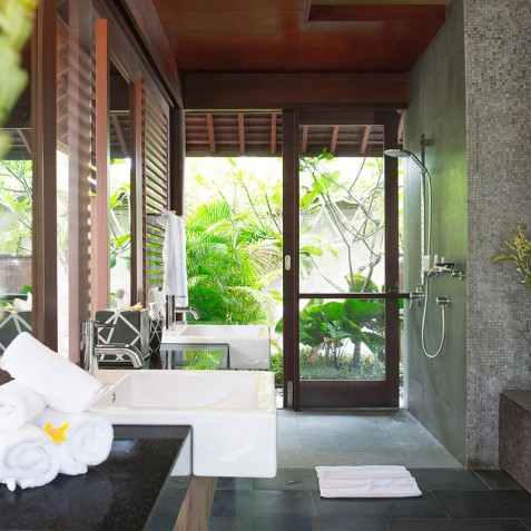 Villa Bayu Gita Beachfront Bali - Master Suite Two Ensuite