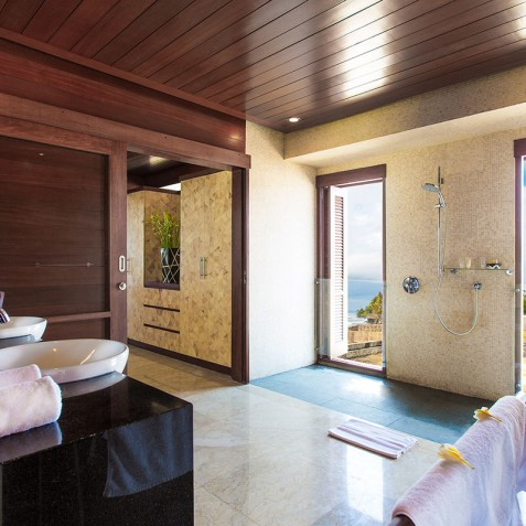 Villa Bayu Gita Beachfront Bali - Upstairs Ensuite