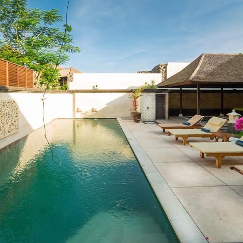 Villa Bayu Gita Residence Bali - Pool and Sun Loungers