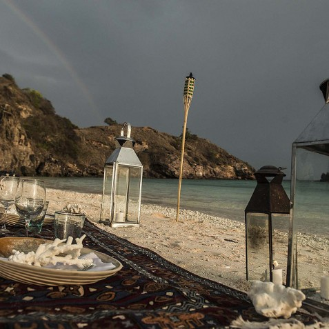Beach Picnics - Alexa Private Cruises - Luxury Charter Yacht - Indonesia