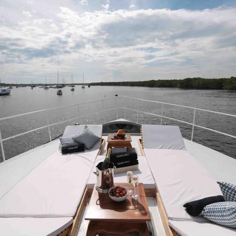 Champagne Lunch - Haruku - Luxury Yacht Charter, Bali, Indonesia