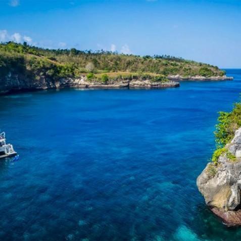 Cruise - Haruku - Luxury Yacht Charter, Bali, Indonesia