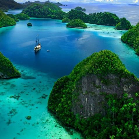 Cruises - Mutiara Laut - Luxury Yacht Charter Indonesia