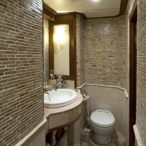 Deluxe Suite Restroom - Mutiara Laut - Luxury Yacht Charter Indonesia