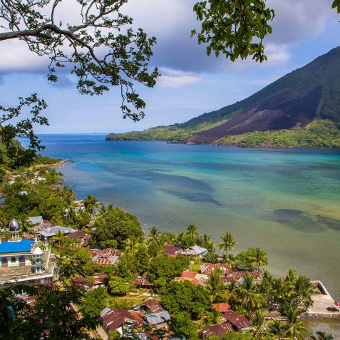 Banda Besar Gunung - Ombak Putih Cruises - Sailing Adventures - Indonesia