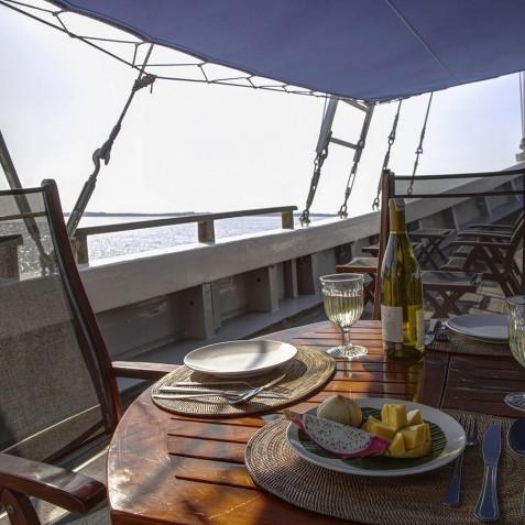 Lunch - Ombak Putih Cruises - Sailing Adventures - Indonesia