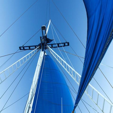 Mast - Ombak Putih Cruises - Sailing Adventures - Indonesia
