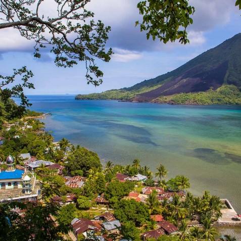 Banda Besar Gunung - Sailing Adventure Cruises Indonesia