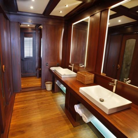 Dunia Baru - Luxury Indonesian Phinisi Yacht Charter
