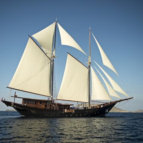 Amandira - Luxury Indonesian Phinisi Yacht Charter