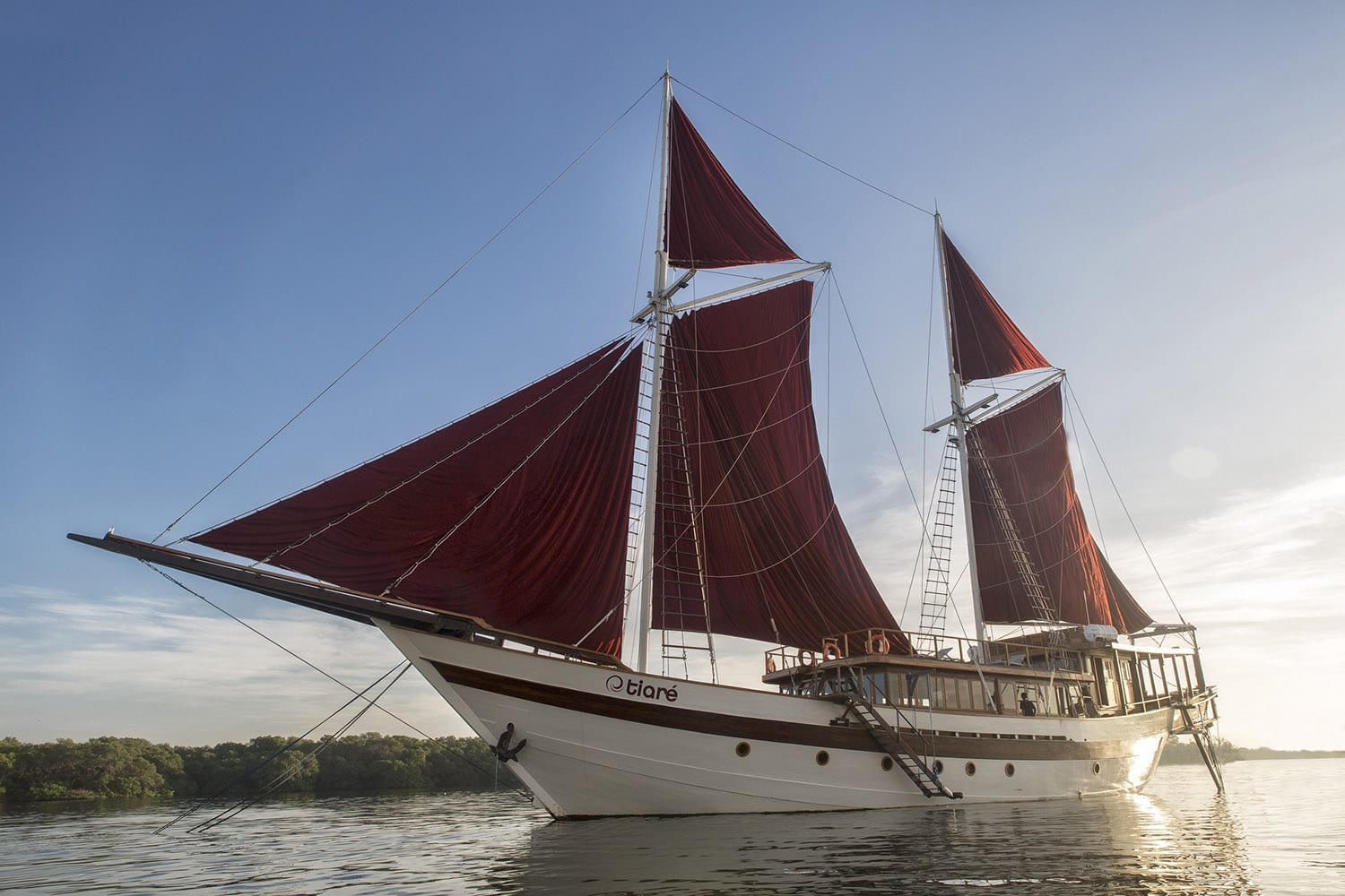 Tiaré - Indonesian Phinisi Yacht Charter