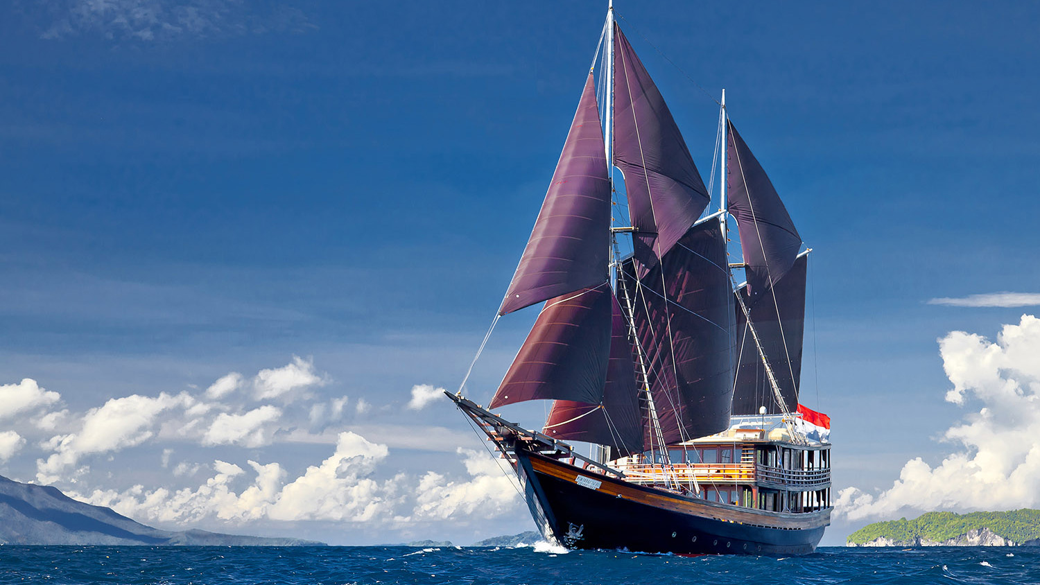Dunia Baru - Most Luxurious Yachts in Indonesia