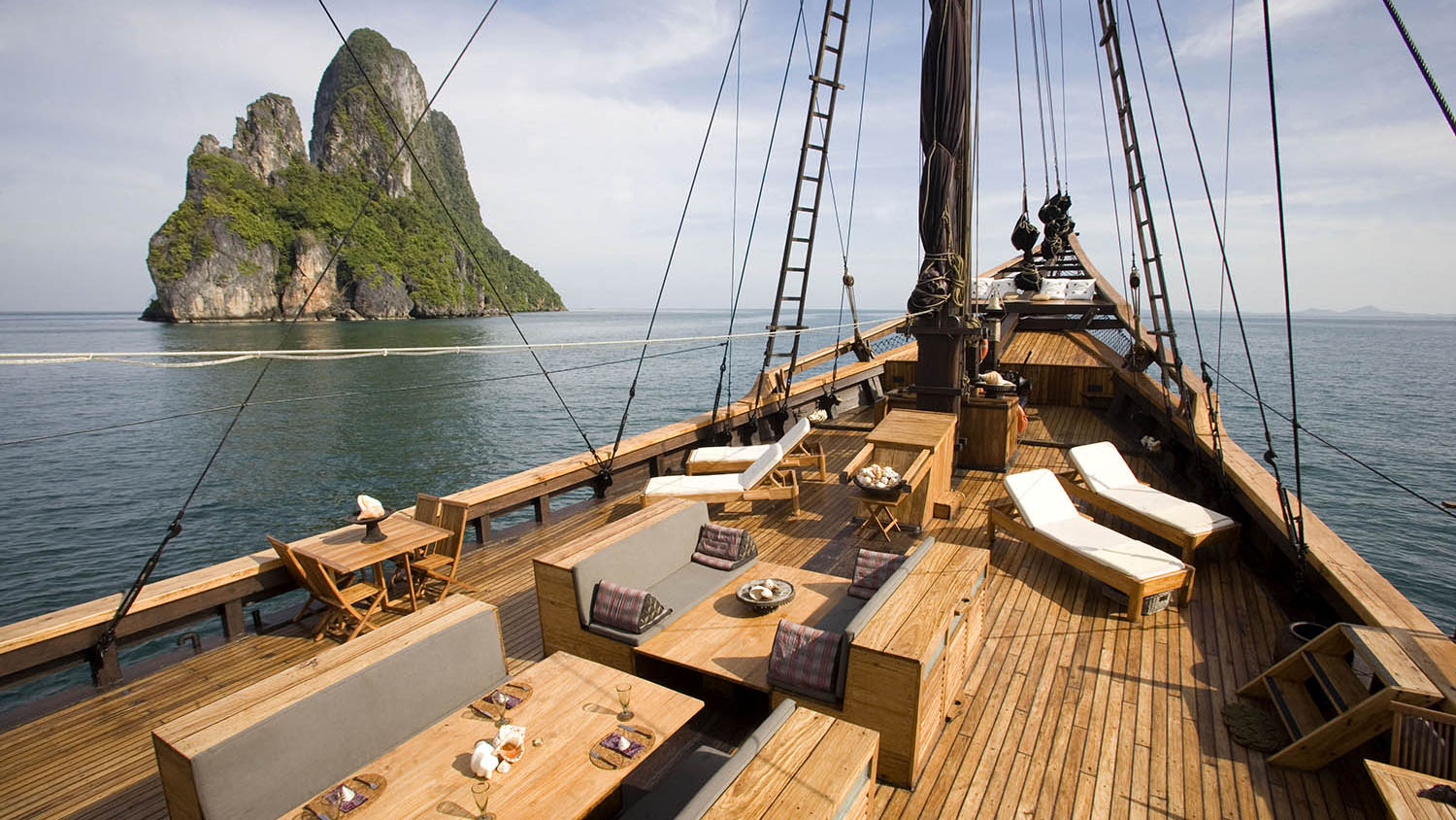 Silolona - Luxury Yacht Charters in Indonesia